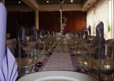 Liliowy wystrój sali w Orzeszu na imprezę okolicznościową