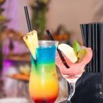 Na gości weselnych czekaja kolorowe drinki